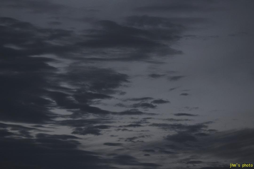 空を見上げる男(カモメは西へ)_a0158797_1174638.jpg