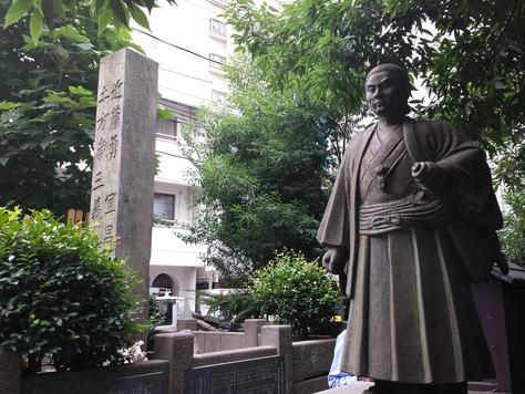 埼京線板橋駅前に新撰組近藤勇局長のお墓があります。1868年、近藤勇は中... 近藤勇と新撰組隊