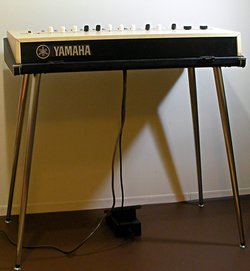 Yamaha YC-10 ivory photo session_e0045459_1642296.jpg