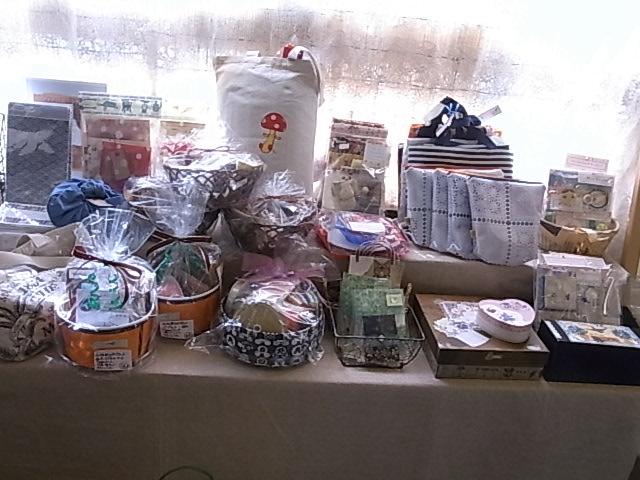 ふくろ・はこ展始まります!インコと鳥の雑貨展準備中_d0322493_23442490.jpg