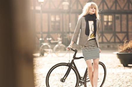 """「女子大生のアイデア」:""""目に見えない""""自転車用エアーヘルメット_e0171614_1022295.jpg"""