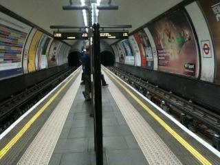ロンドンの地下鉄_f0123922_7561876.jpg