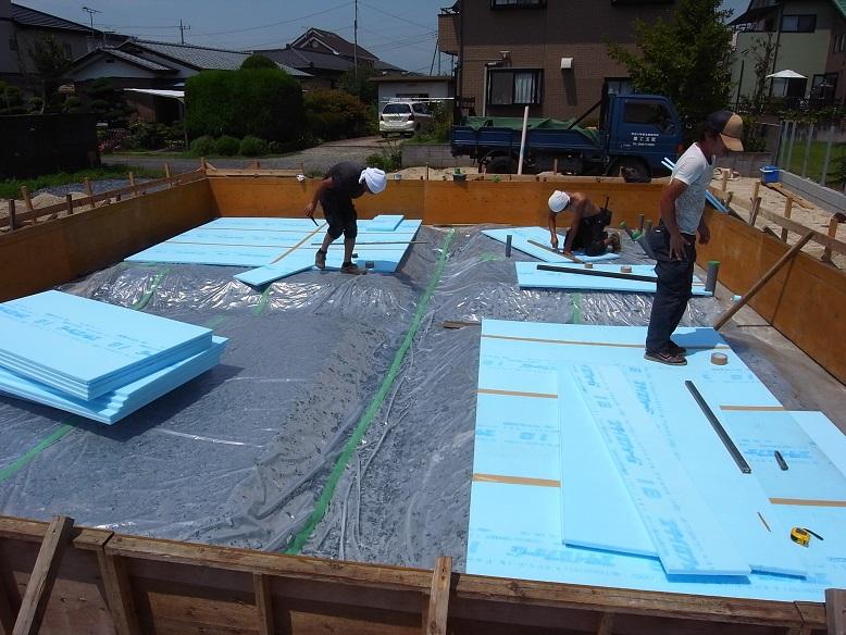 津田の家 基礎工事中 2013/8/7_a0039934_17201943.jpg