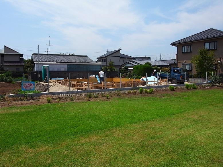 津田の家 基礎工事中 2013/8/7_a0039934_1722596.jpg