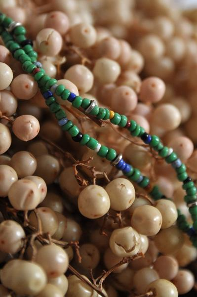 womb Beads Necklace _d0120442_11371449.jpg