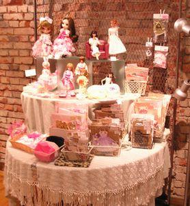 夏休みの特設展示は…お人形服作家さん☆_c0227664_22123599.jpg