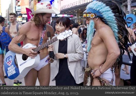 NYのタイムズスクエアに下着姿で大集合 National Underwear Day_b0007805_10303957.jpg