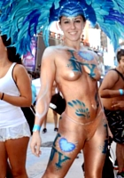 NYのタイムズスクエアに下着姿で大集合 National Underwear Day_b0007805_1062829.jpg
