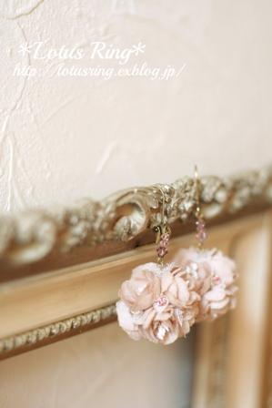 桜色のフラワーボールピアス*_a0169912_19135916.jpg