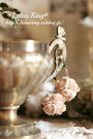 桜色のフラワーボールピアス*_a0169912_191381.jpg