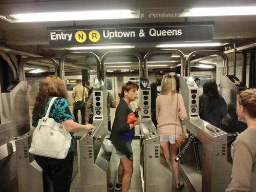 From NewYork,  Manhattan中をグルグル   ▶_b0032617_23481196.jpg