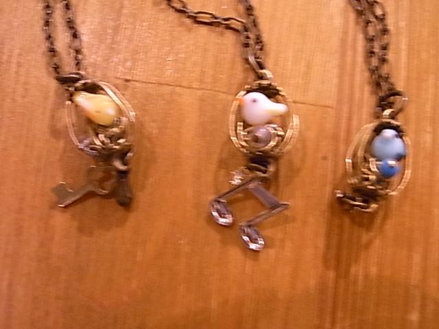 ふくろ・はこ展初日の様子。インコと鳥の雑貨展の事_d0322493_9315971.jpg