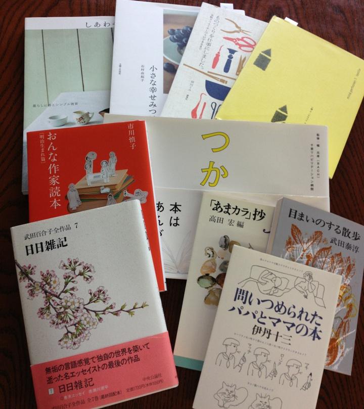 こんな本を並べています。_e0060555_22381852.jpg