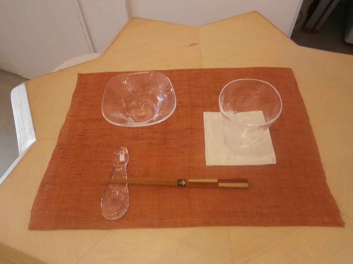 """アレンジメント:さらに吹き抜けます(食卓に)~みつる工芸""""織と染""""作品展から~_a0254818_105725.jpg"""