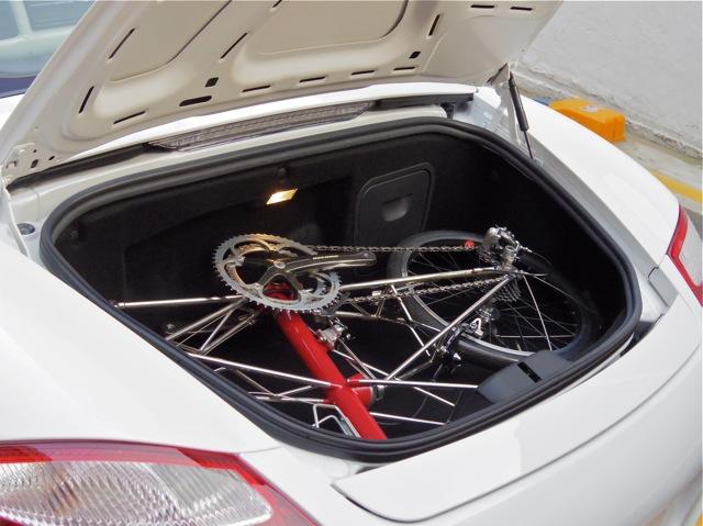 PORSCHE BOXSTERのトランクに、AM-GTを積むことが出来るか?_e0132852_1975543.jpg