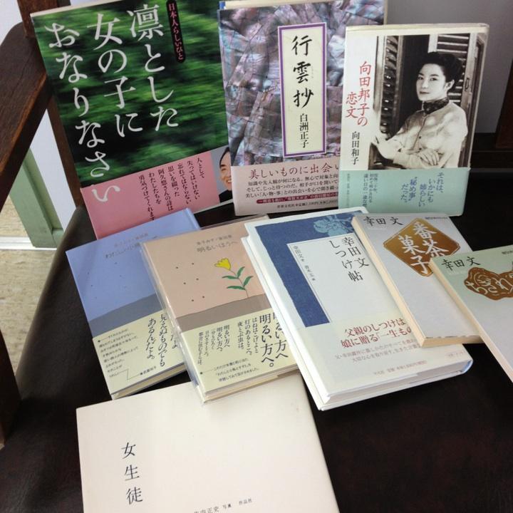 こんな本を並べています。_e0060555_152741.jpg