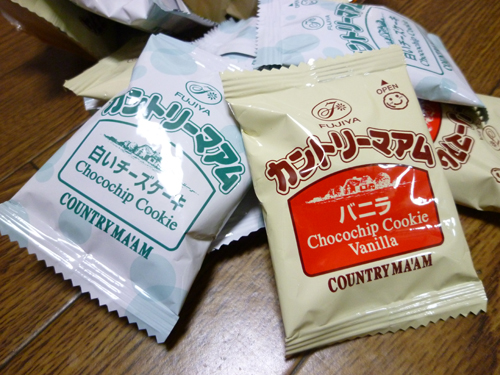 【不二家】カントリーマアム(バニラ&白いチーズケーキ)_c0152767_23384742.jpg