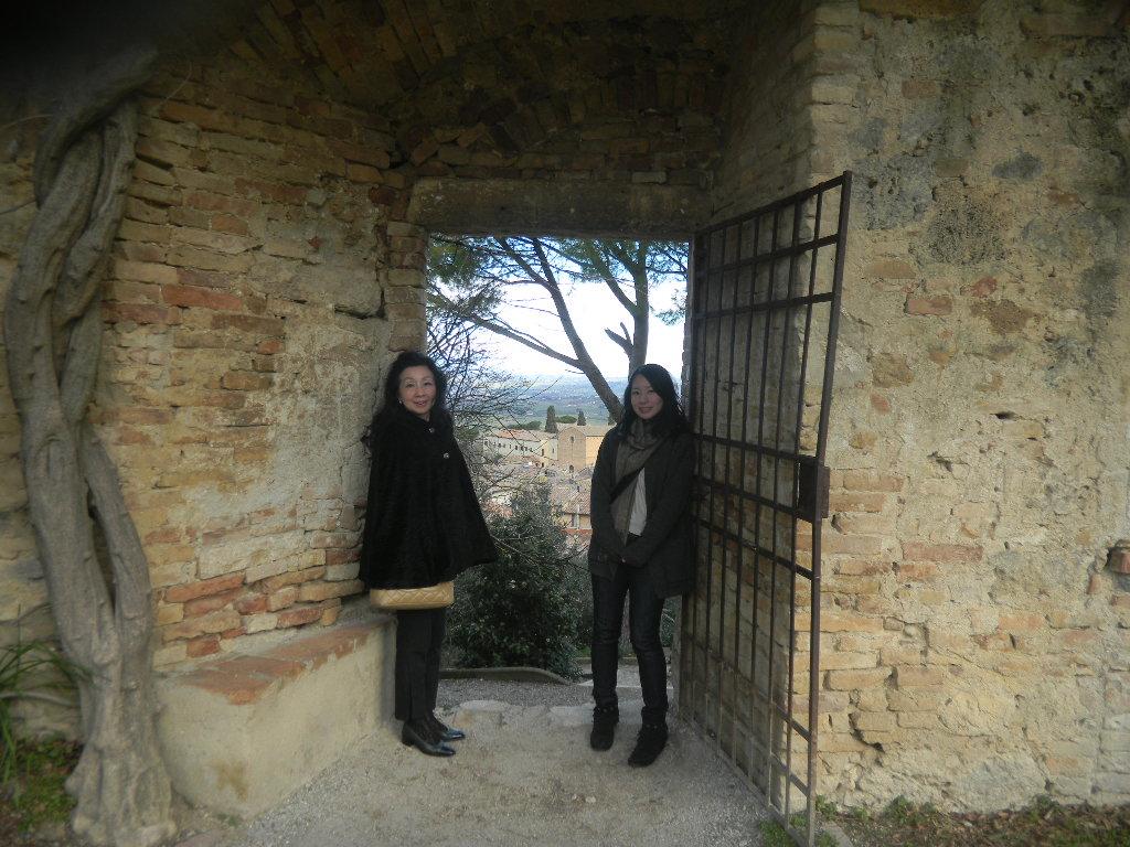 イタリア紀行  その3   フィレンツエ から サン・ ジミニャーノ_c0195496_942384.jpg