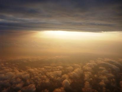 飛行機の幸運と不幸_e0077899_16395399.jpg