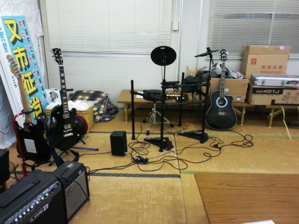 事務所で楽器が・・・_d0136506_23115868.jpg