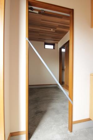 「緑豊かな高台に建つ二世帯住宅」完成前のWEB内覧_f0170331_1662935.jpg
