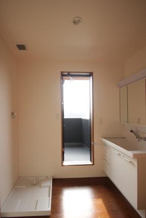 「緑豊かな高台に建つ二世帯住宅」完成前のWEB内覧_f0170331_1674336.jpg