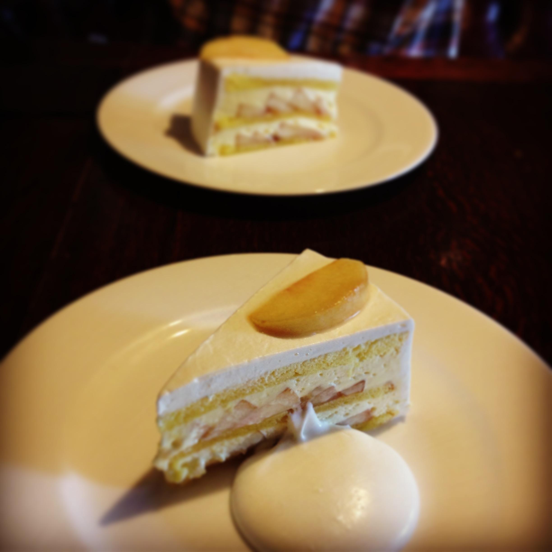 「お茶とケーキと古本と 4」 水曜日までです。_e0060555_1428124.jpg