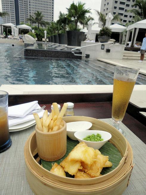 大好き♪シンガポール旅行 その12 プールサイドで読書♪_f0054260_1662351.jpg