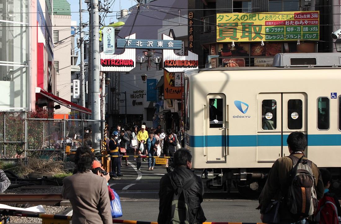 下北沢駅・・・_a0241725_2184542.jpg