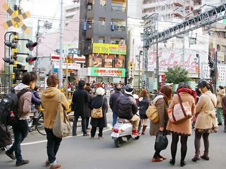 下北沢駅・・・_a0241725_2284544.jpg