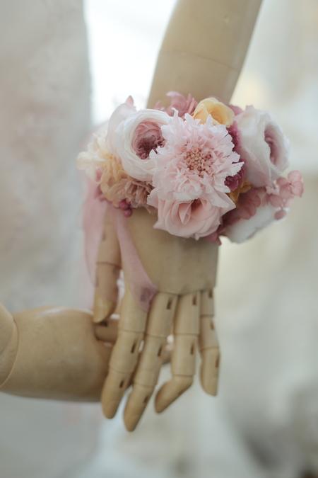 キュートピンクの花冠とリストブーケ ひらまつレゼルブ様へ_a0042928_19244677.jpg