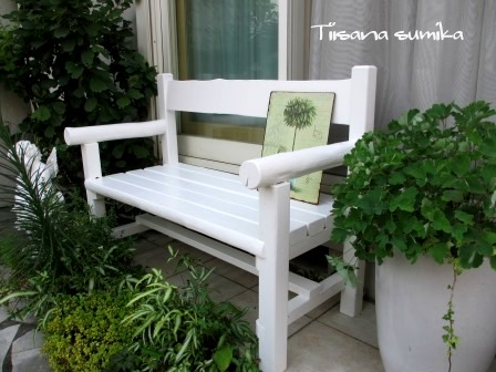 ベンチを真っ白にペイント♪_a0243064_052512.jpg