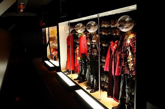 『hide MUSEUM 2013』大阪ユニバーサル・スタジオ・ジャパン(R)で開催スタート_e0197970_1335983.jpg