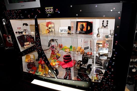 『hide MUSEUM 2013』大阪ユニバーサル・スタジオ・ジャパン(R)で開催スタート_e0197970_1342279.jpg