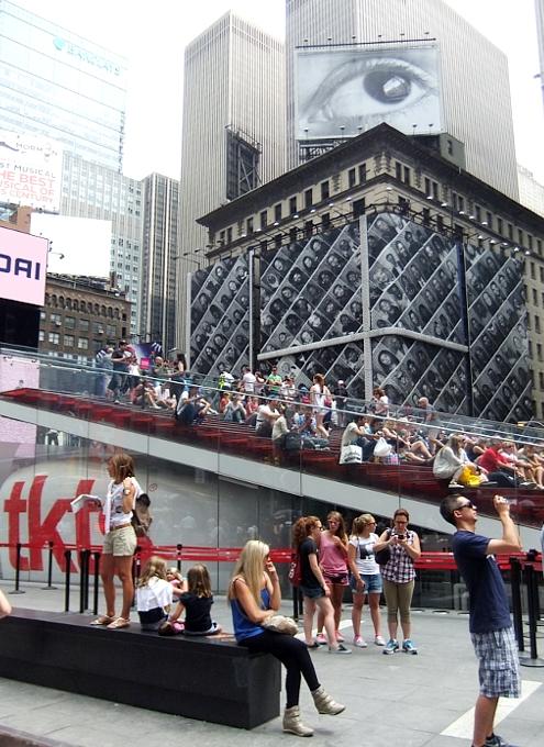 夏のニューヨークのタイムズ・スクエア_b0007805_22425151.jpg