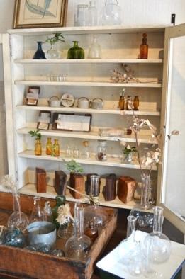 古い実験器具とガラス瓶コーナーできました_d0263815_15311863.jpg