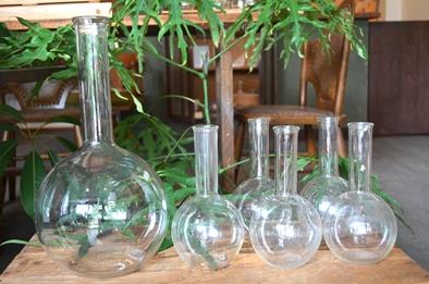 古い実験器具とガラス瓶コーナーできました_d0263815_15352617.jpg
