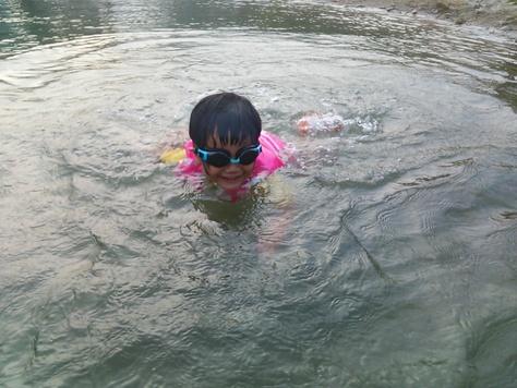 川に出没し、夜は盆踊りに興じる_c0010936_245583.jpg