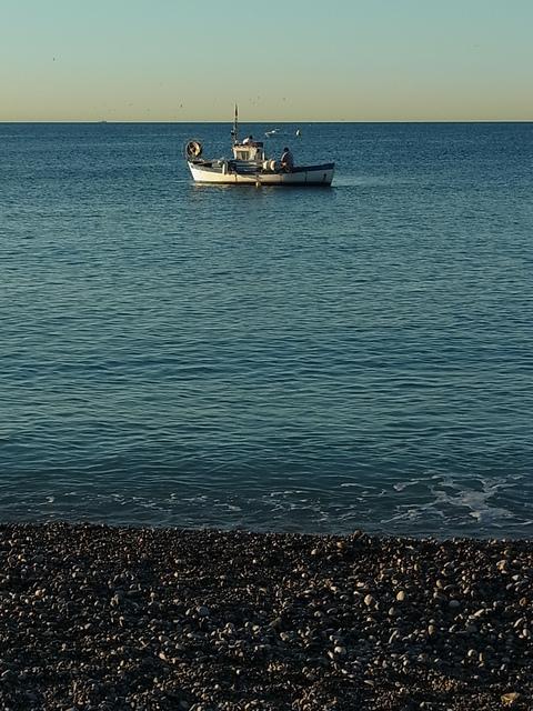 早朝、天使の湾 ( Baie des Anges /ベエ デ ザンジュ ) で……。_b0287748_419301.jpg