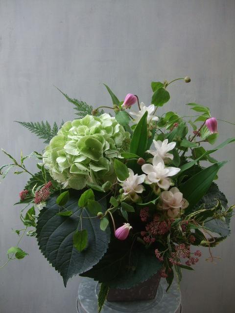 オークリーフ(秋色紫陽花とクルクマのアレンジメント)_f0049672_12571856.jpg