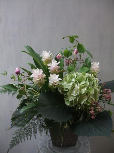 オークリーフ(秋色紫陽花とクルクマのアレンジメント)_f0049672_12583240.jpg