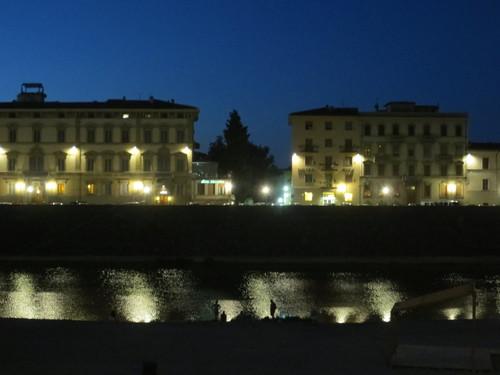 私の大好きな夏限定バール★フィレンツェ人が集まる場所!!_c0179785_2572936.jpg