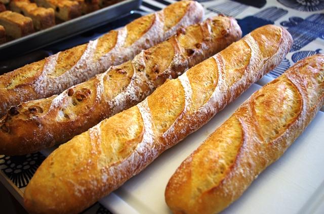 フランスパン・・・・そろそろお腹いっぱい?_e0167593_23444516.jpg