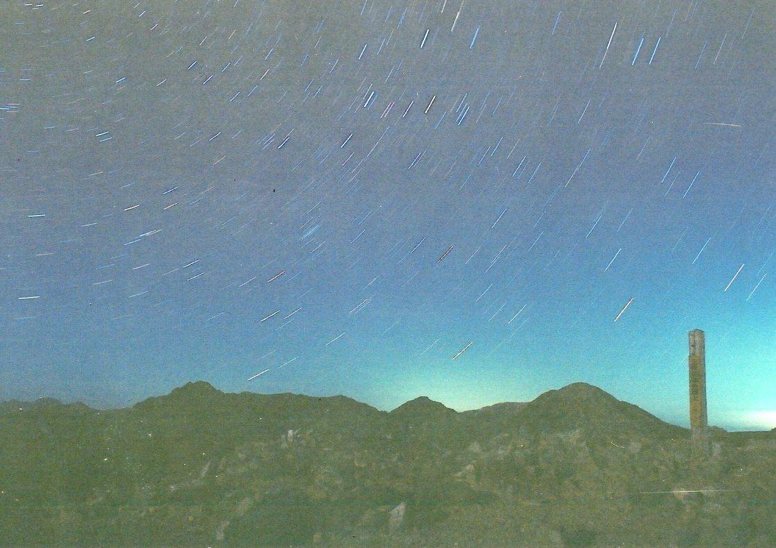 深い闇ほど美しい星空になる_d0237801_1529235.jpg
