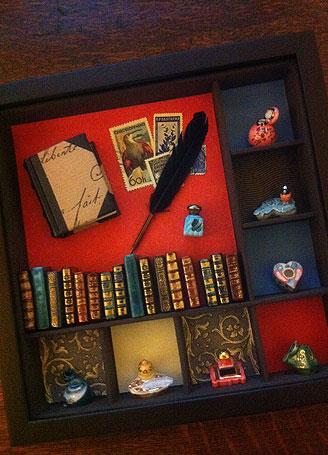 飾って愉しむ #4 インク壺&古い本のフェーヴ_c0120342_2147586.jpg