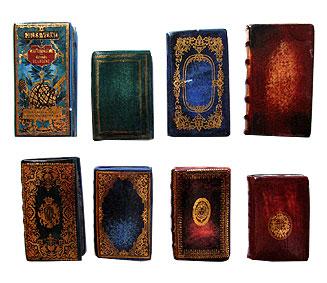 飾って愉しむ #4 インク壺&古い本のフェーヴ_c0120342_21482726.jpg