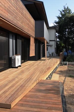 「緑豊かな高台に建つ二世帯住宅」の完成見学会を行いました_f0170331_222278.jpg
