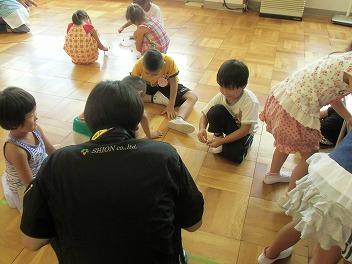 保育園でコマまわし☆第4弾_a0272042_2061539.jpg