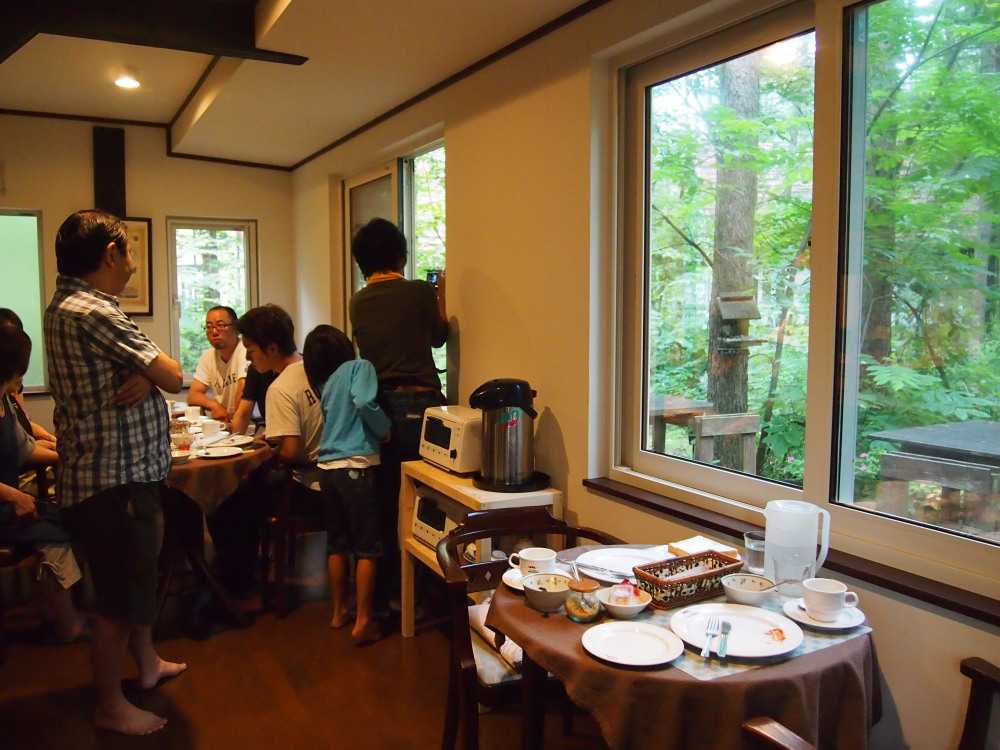 """夏休み・・""""エゾリス君""""のいるカンタベリーの朝食風景_f0276498_22424722.jpg"""