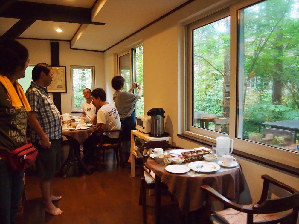 """夏休み・・""""エゾリス君""""のいるカンタベリーの朝食風景_f0276498_22445484.jpg"""